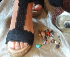 Alpargatas Chloe Ibiza cosidas con telas de algodón y encajes de hilo y algodón en color negro