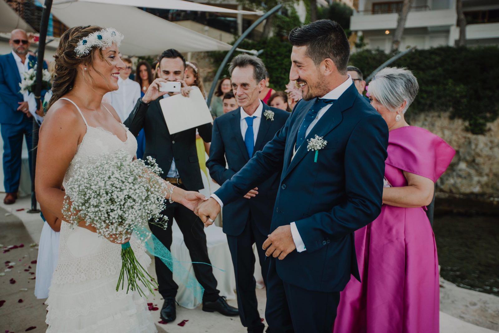 Alpargatas para novia, tocados, coronas para novia e invitadas