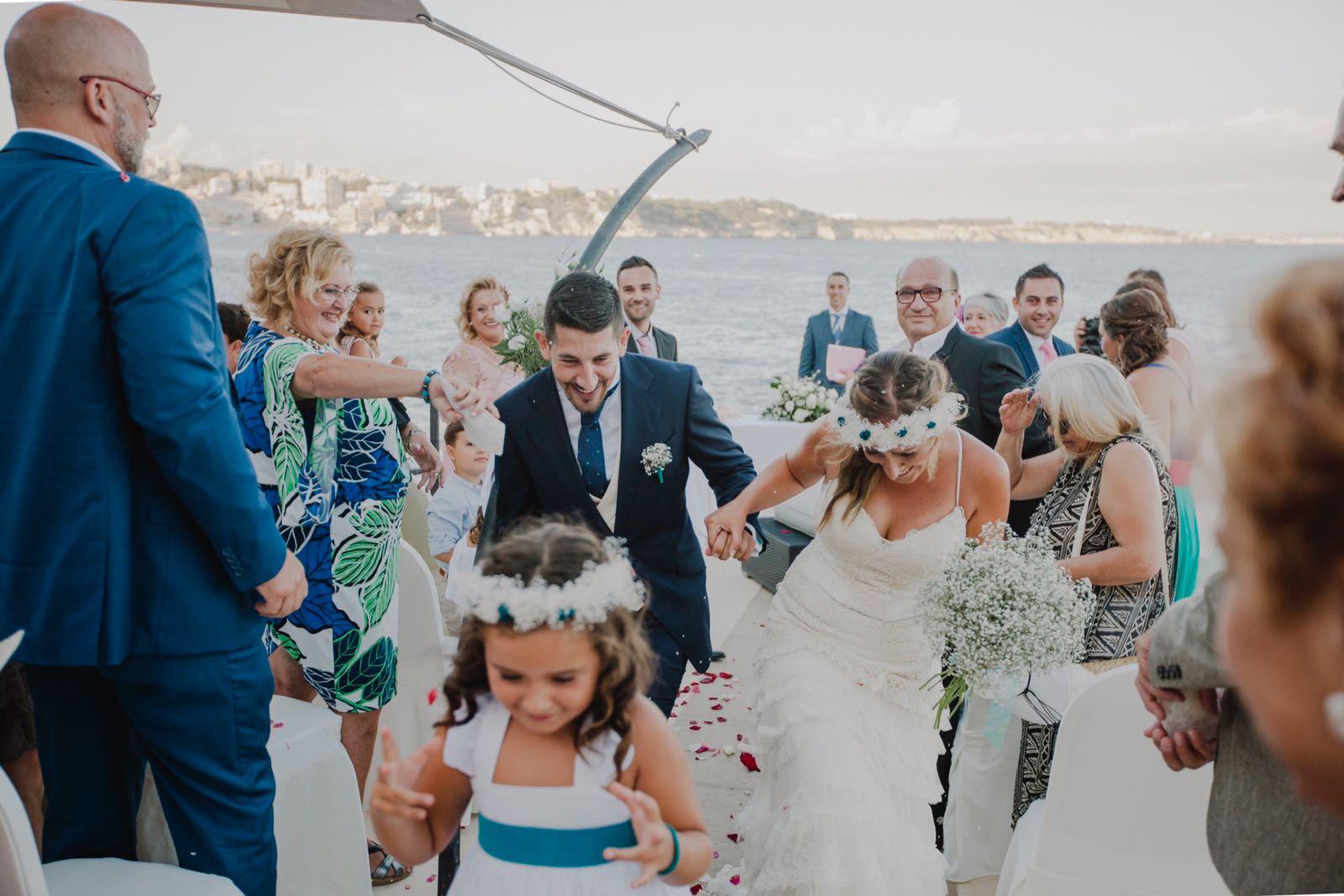 Alpargatas,coronas, tocados para novia e invitadas